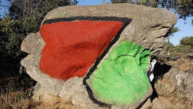 Ibarrola - piedras pintadas en Muñogalindo