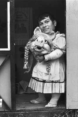 Paz Errazuriz- Miss Piggy II, Santiago, de la serie El Circo, 1984, © Paz Errázuriz