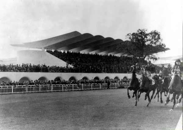 Hipódromo de la Zarzuela - Arniches, Domínguez y Torroja. Imagen Cortesía de Archivo Martín Domínguez Esteban.
