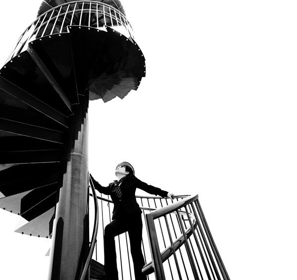 "Arte Conceptual - Yoko Ono ascending ""To See The Sky"" at YOKO ONO: ONE WOMAN SHOW, MoMA, NYC 2015. Photo by Greg Kadel ©Yoko Ono."