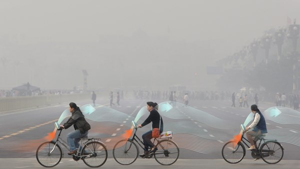 Daan Roosegaarde - Smog free bikers – Landscapes of the Future