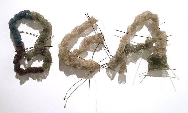 Marisa Merz - Bea. Hilos de cobre formando el nombre de su hija. Arte Povera.