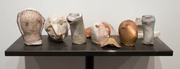 Marisa Merz – Cabezas, o Teste. Realizadas en arcilla sin hornear. Arte Povera.