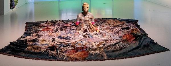 Regina Frank - escultura instalación para el MAAT.