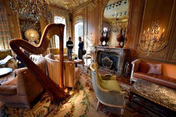 Imagen de interior del salón Proust del hotel Ritz de París. El arpa fue una de las Artes Decorativas que se subastó.