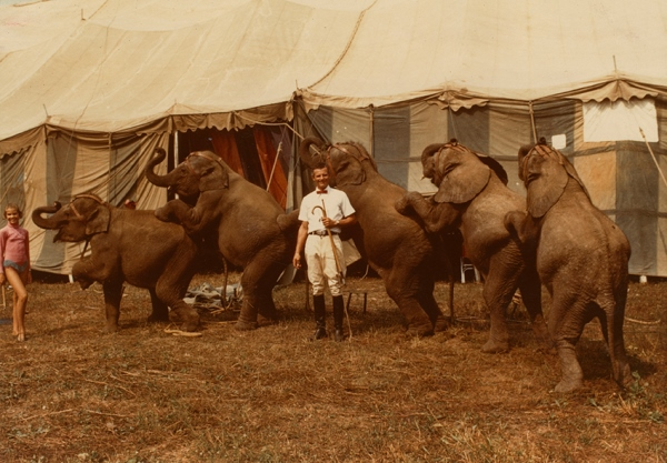 "PhotoEspaña. Cristina de Middel. Players. ""El mayor espectáculo del mundo"". Anónimo - Johnny and Cindy Herriott with the elephants of the Hoxie Brothers Circus, America, 1972 © Archive of Modern Conflict."