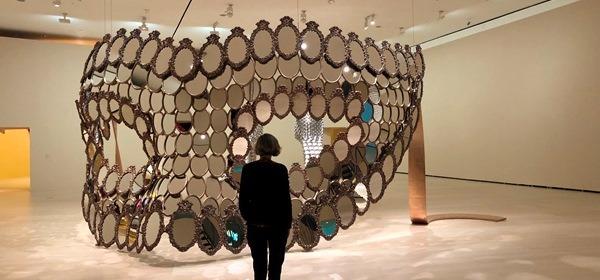 Joana Vasconcelos - I'll Be Your Mirror, 2018. Bronce y espejos. 356 x 682 x 537 cm. Edición de 7 + 1 PA. Colección de la artista. © Joana Vasconcelos, VEGAP, Bilbao, 2018.