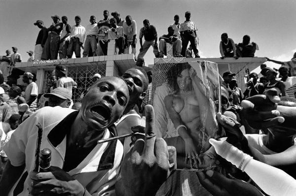 Cristina García Rodero – Death-Day, Port au Prince, Haiti © Cristina García Rodero/Magnum Photos.