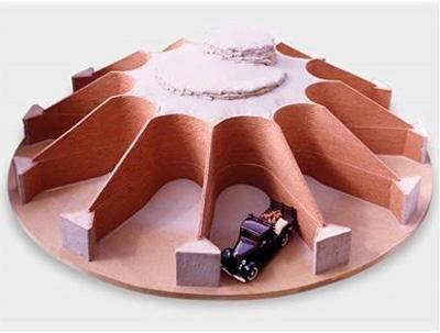 Fernando Sánchez Castillo - La Cibeles, 2006. Ladrillos, madera, arena y objetos. Colección de la Fundación Coca-Cola.