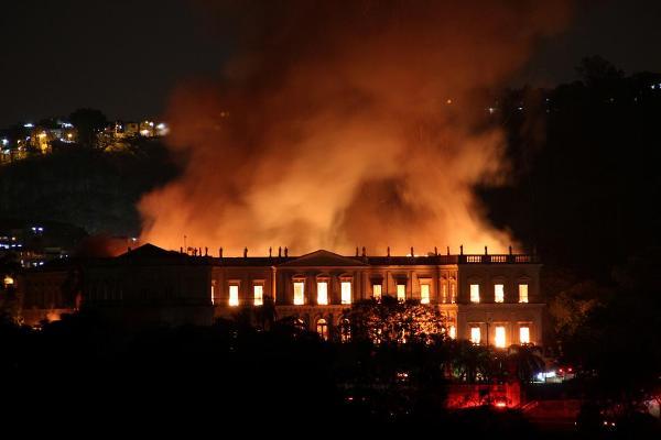 Imagen del Museu Nacional UFRJ de Brasil pasto de las llamas el pasado domingo 2 de septiembre.