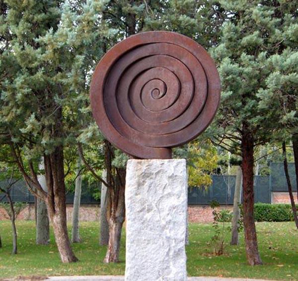 Martín Chirino – El Viento, Espiral del Viento II, 1992. Hierro cortén forjado. 165 x 165 x 42 cm. Colección Patrimonio Nacional. Presidencia del Gobierno. Palacio de la Moncloa. Madrid.