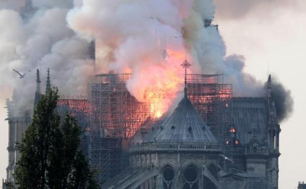 Notre Dame - imagen de la catedral en llamas el 15 de abril de 2019.