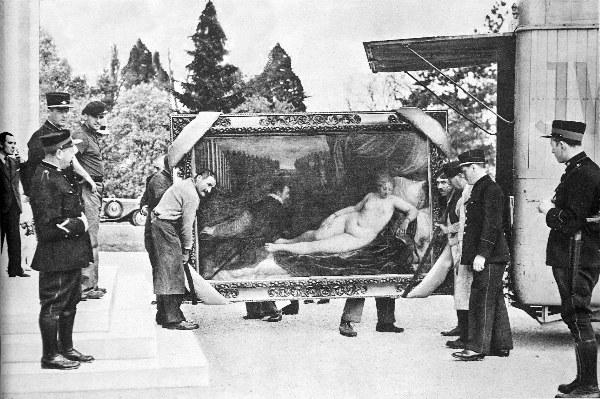 Museo del Prado - Transporte de un 'Tiziano' bajo la mirada de la policía suiza, 1936.