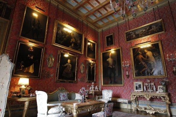 Varias imágenes del interior del Palacio de Liria en 2011. (Fotografías Luis Sevillano).